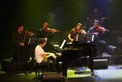 El estallido Zade Dirani del piano se realiza en Bahrein, 2/10/12 Fotografía de archivo