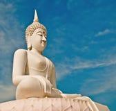 El estatus blanco de buddha Foto de archivo libre de regalías