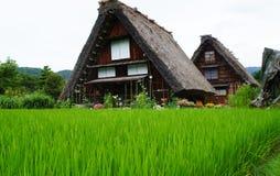 El estilo casero japonés tradicional en pueblo histórico Shirakawa-va, prefectura de Gifu Fotografía de archivo libre de regalías