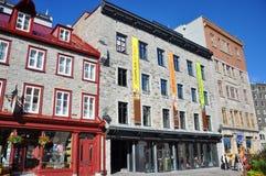 Casa francesa del estilo en la ciudad de Quebec vieja Foto de archivo