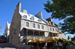 Casa francesa del estilo en la ciudad de Quebec vieja Imagen de archivo libre de regalías