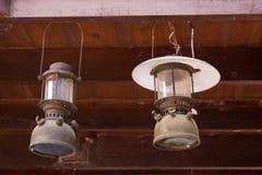 El estilo retro del viejo vintage adornó el colgante de las lámparas del techo del diseño Fotografía de archivo
