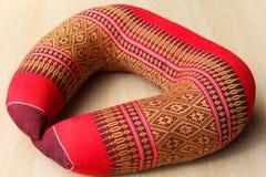 El estilo tailandés de la almohadilla del cuello. Imagen de archivo