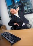 El estirar de la mujer de negocios Foto de archivo