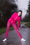 El estirar hermoso de la deportista Fotografía de archivo