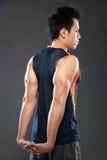 El estirar masculino del atleta Imágenes de archivo libres de regalías