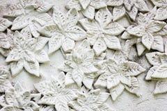 El estuco blanco, estilo tailandés en la pared Fotos de archivo libres de regalías