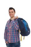 El estudiante caucásico sonriente con la mochila aislada en blanco Imágenes de archivo libres de regalías