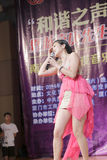 El estudiante de la universidad del nangyang canta la canción Fotos de archivo
