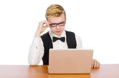 El estudiante elegante que se sienta con el ordenador portátil Foto de archivo libre de regalías