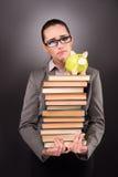 El estudiante joven con el libro en concepto de la educación Foto de archivo