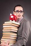 El estudiante joven con el libro en concepto de la educación Fotos de archivo