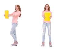 El estudiante joven con los cuadernos aislados en blanco Fotografía de archivo libre de regalías