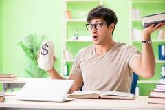 El estudiante joven en concepto costoso de la cuota imagen de archivo