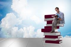 El estudiante masculino joven en concepto de la educación Imagen de archivo
