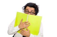 El estudiante masculino que lleva a cabo notas aisladas en blanco imágenes de archivo libres de regalías