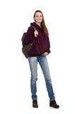 El estudiante sonriente con la mochila aislada en blanco Foto de archivo