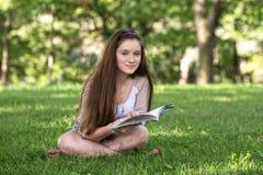 El estudiar adolescente lindo Imágenes de archivo libres de regalías
