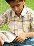 El estudiar asiático del muchacho Foto de archivo libre de regalías