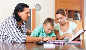 El estudiar con los padres Fotos de archivo