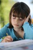 El estudiar de la chica joven Imágenes de archivo libres de regalías