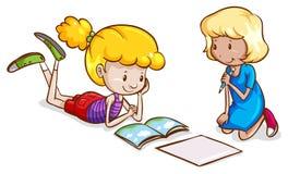El estudiar de las niñas Imagen de archivo libre de regalías