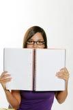 El estudiar hermoso de la muchacha. Imagen de archivo
