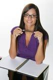El estudiar hermoso de la muchacha. Fotografía de archivo libre de regalías