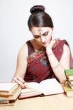 El estudiar indio de la mujer Foto de archivo libre de regalías