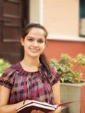 El estudiar indio del estudiante universitario. Imagen de archivo libre de regalías