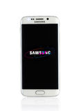El estudio tiró de un smartphone blanco del borde de la galaxia S6 de Samsung Foto de archivo