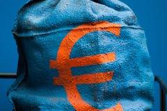 El euro acuña el dinero del saco Imagen de archivo