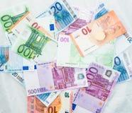 El euro carga en cuenta el dinero euro de los billetes de banco Moneda de la unión europea Imagenes de archivo
