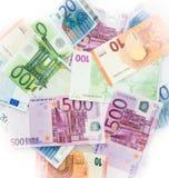 El euro carga en cuenta el dinero euro de los billetes de banco Moneda de la unión europea Imagen de archivo