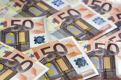 El euro observa el fondo Fotos de archivo