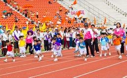 El evento del día del deporte de los niños imagen de archivo