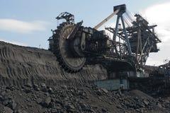 El excavador en el frente de arranque del carbón Fotos de archivo libres de regalías