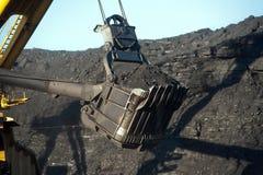 El excavador en el frente de arranque del carbón Foto de archivo libre de regalías