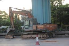 El excavador está descansando sobre emplazamiento de la obra en SHENZHEN Fotografía de archivo