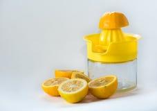 El exprimir del limón Imagen de archivo libre de regalías