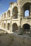 El exterior de la arena de Arles, a partir de épocas romanas antiguas, puede detener a 24.000 espectadores, Arles, Francia Foto de archivo