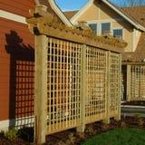 El exterior de la casa detalla la madera del enrejado Imágenes de archivo libres de regalías
