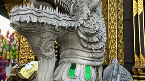 El exterior de Lanna Style Buddhist Wooden Temple tradicional llamó a Wat Inthakhin Sadue Muang en Chiang Mai, Tailandia metrajes