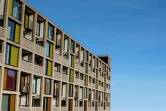 El exterior moderno de los apartamentos de lujo nuevamente restaurados parquea la colina Fotos de archivo