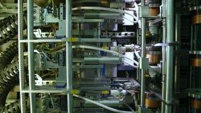 El externo de la instalación de la soldadura automática articula bramidos almacen de metraje de vídeo