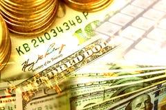 El extracto de monedas y los dólares de billete de banco con el mercado de acción representan a gráficamente Imágenes de archivo libres de regalías