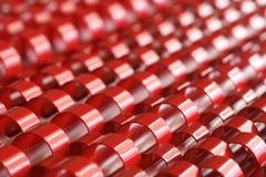 El extracto representa el plástico rojo Fotografía de archivo