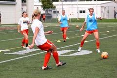 El fútbol de las mujeres del NCAA Imagen de archivo libre de regalías