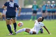 2015 el fútbol de las mujeres del NCAA - Villanova @ WVU Imagen de archivo libre de regalías