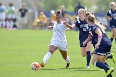 2015 el fútbol de las mujeres del NCAA - Villanova @ WVU Imagenes de archivo